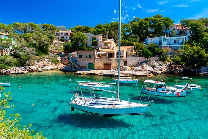 how to hire a boat in Mallorca