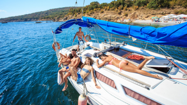 Activities to do on board of the sailing boat